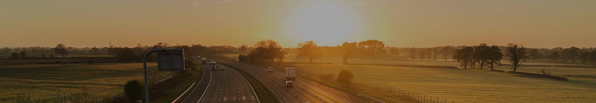 autostrada o zachodzie slonca